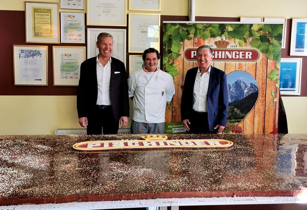 Die größte Pishcinger Torte der Welt Waffeln Weltrekord Riesentorte Schokolade Jubiläum